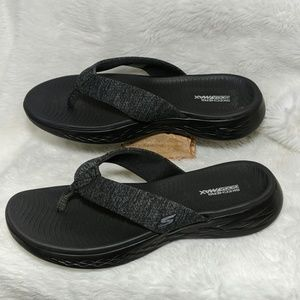 Skechers GoGa max slippers